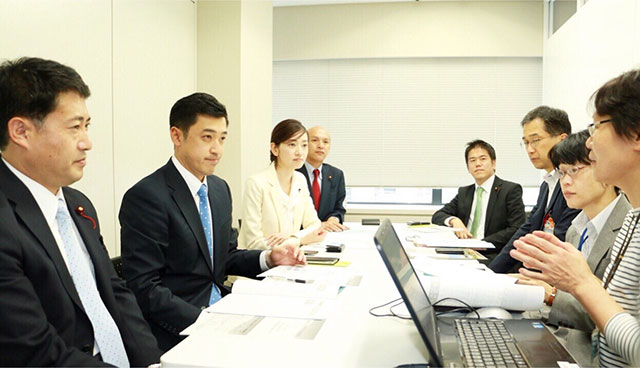 来年神奈川選挙区から参議院選挙に挑戦する「三浦のぶひろ」さんと「よこはま若者サポートステーション」を視察